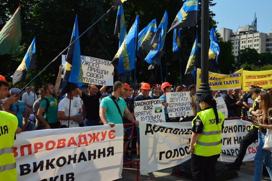 Ukrainian miners stage protest over unpaid wages